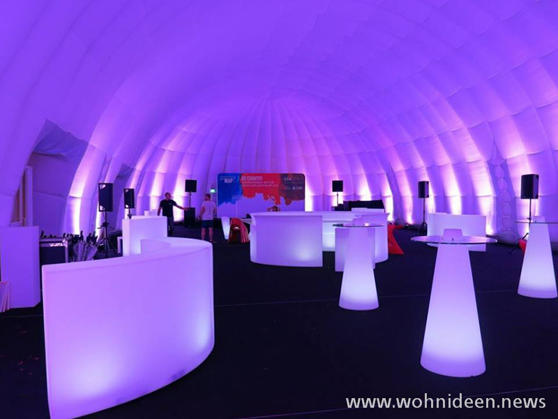 Auch für Feierlichkeiten wie Hochzeiten Geburtstage oder andere Veranstaltungen sind die beleuchteten LED Möbel eine echte Augenweide - Loungemöbel Beleuchtet