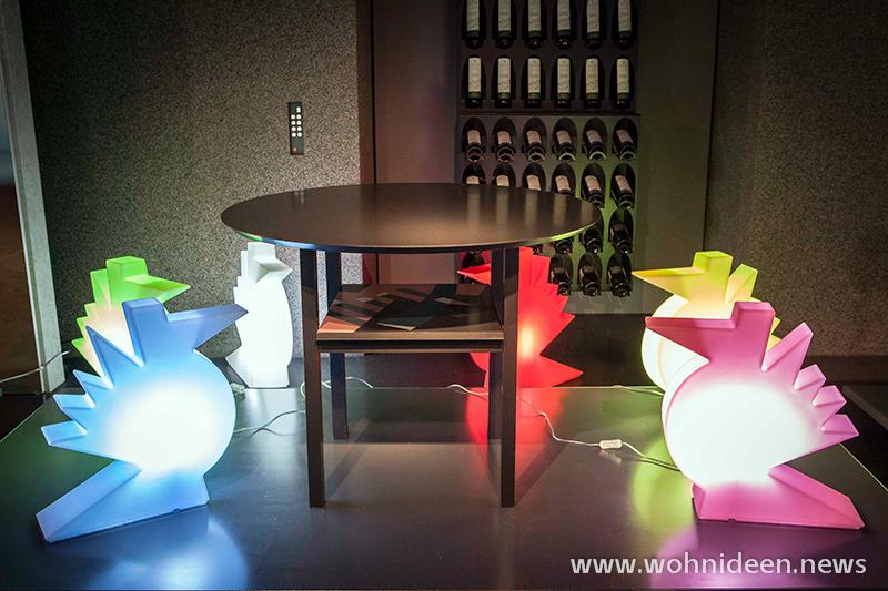 Bunte Vögel beleuchtet - Loungemöbel Beleuchtet