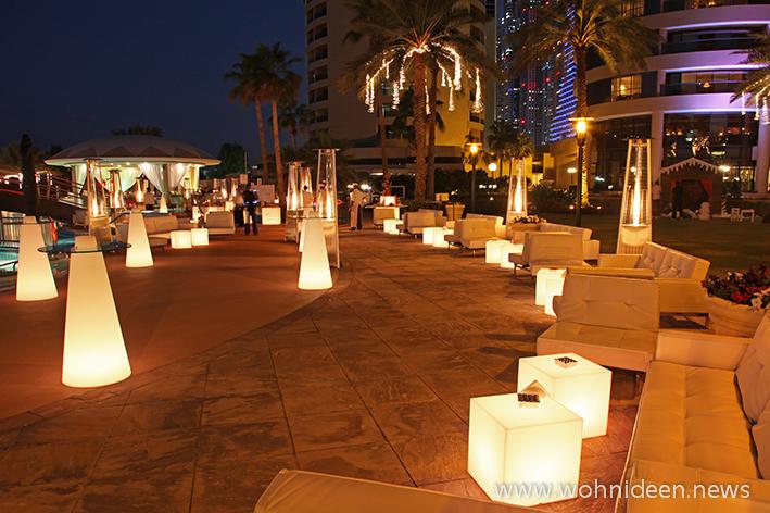 Die LED Möbel Beleuchtung sorgt für stimmungsvolle Momente zu zweit slide galleria - Loungemöbel Beleuchtet