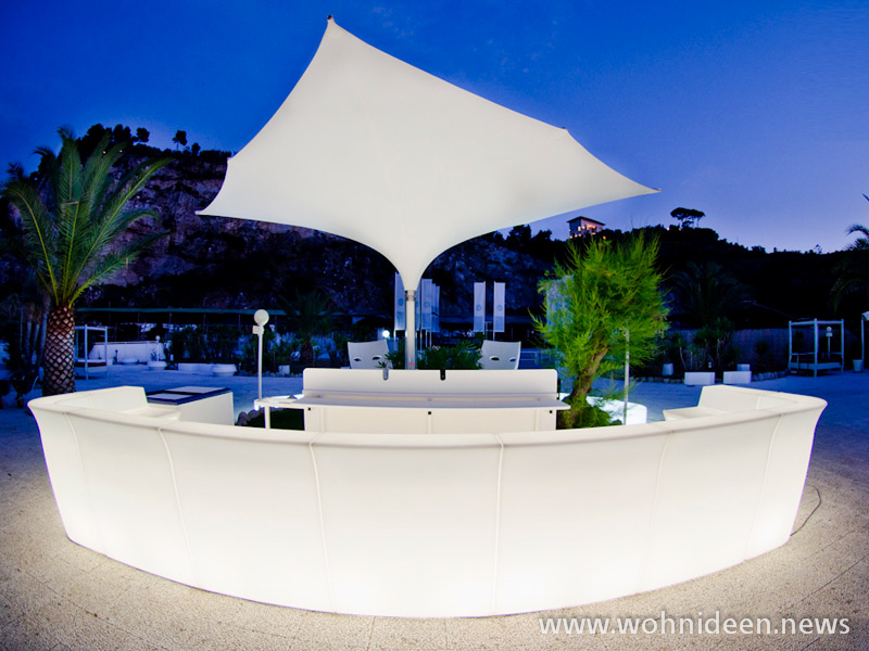 das Restaurant die Bar oder die Diskothek mit den angesagten Möbeln - Loungemöbel Beleuchtet