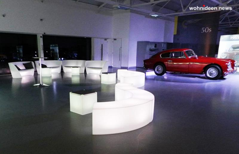 01 LIQUID BARS Aston Martin launch Light Products 2 leuchtmöbel - Leuchtwürfel Sitzwürfel Hocker beleuchtet