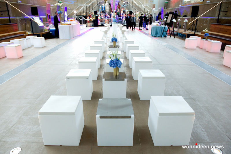Kunststoff Hocker Garten Hocker Sitzwürfel - CUBO Leuchtwürfel | Sitzwürfel beleuchtet