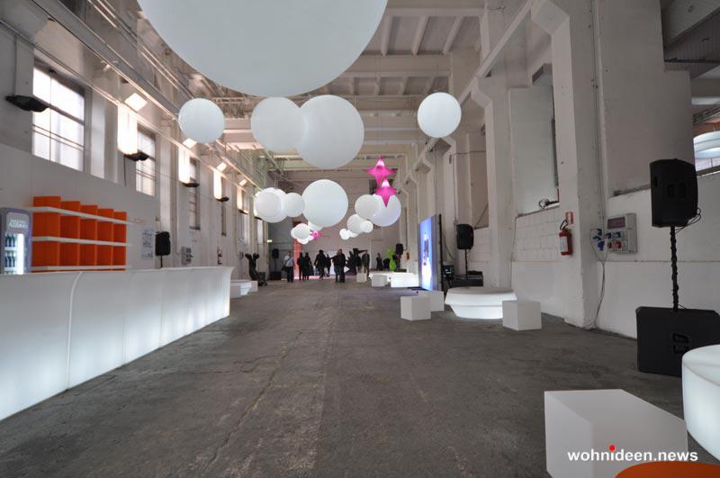 Leuchtkugeln Slide slide fairs events - Kugelleuchte & Kugellampe
