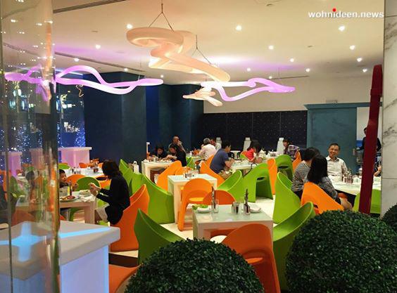 SLIDE slide galleria contract ristorante a.t.o.s. asian tapas singapore 6 leuchtmöbel - Leuchtwürfel Sitzwürfel Hocker beleuchtet