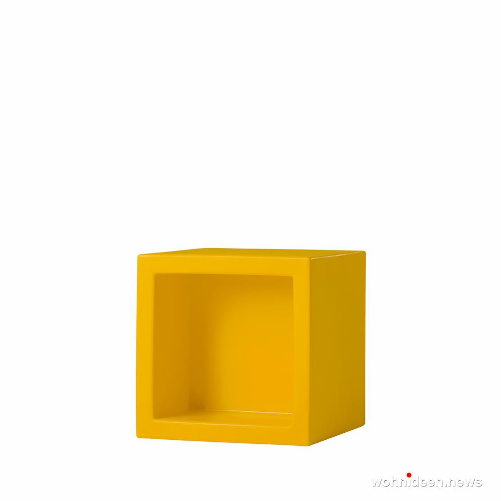 gelber led sitzwürfel kunststoff outdoor beleuchtet Slide open cube saffron yellow - CUBO Leuchtwürfel | Sitzwürfel beleuchtet