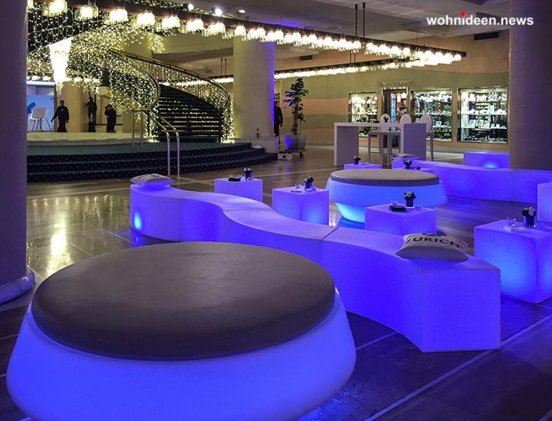 slide ele light galleria events Hotel Roma Cavalieri Hilton leuchtmöbel - Leuchtwürfel Sitzwürfel Hocker beleuchtet