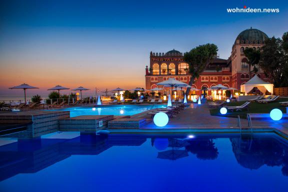 slide galleria contract hotelexcelsiorvenice lido di venezia cono globo out leuchtmöbel - Leuchtwürfel Sitzwürfel Hocker beleuchtet