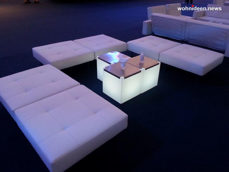 slide galleria eventi maserati quattroporte dubai kubo light 2013 leuchtmöbel - Leuchtwürfel Sitzwürfel Hocker beleuchtet
