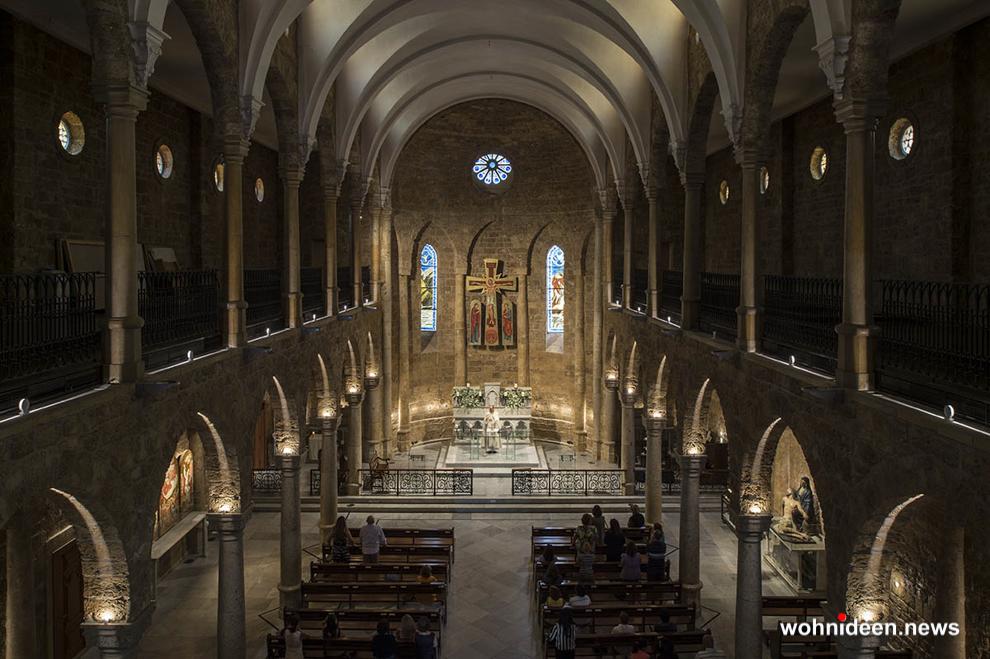 Lichtplanung für Kirchen Kirchenbeleuchtung Aussenbeleuchtung - Outdoor Fassadenbeleuchtung RGB - LED-Gebäudebeleuchtung