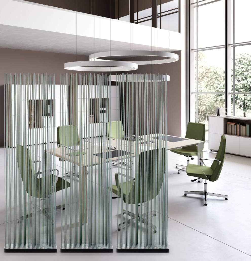 Graue Büromöbel Besprechungstisch und Stühle mit Sichtschutz Raumteiler Grau 991x1030 - Büroeinrichtung modern | Individuelle Premium Möbel