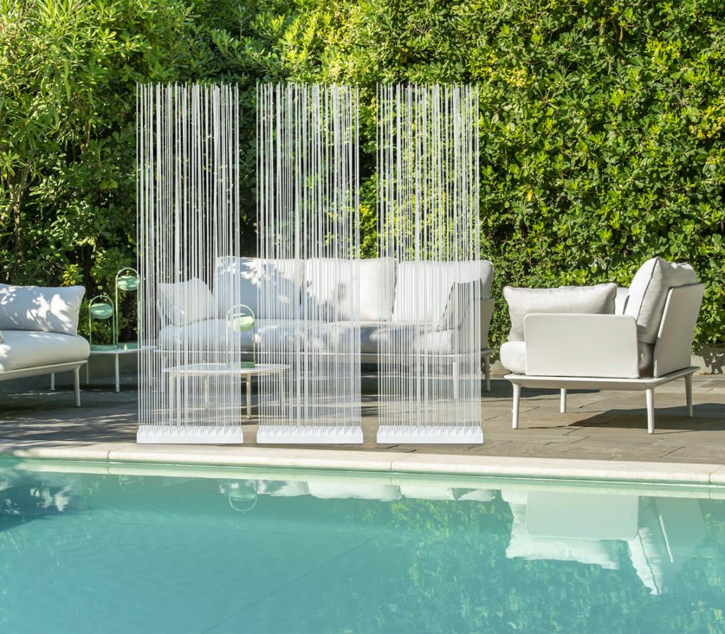 Weisse Poolmöbel Sitzmöbel und Sichtschutz Outdoor 1030x900 - Sichtschutz für den Garten und für die Terrasse
