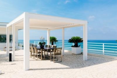 terrassenüberdachung modern - Designer Pergola mit verstellbaren Lamellen