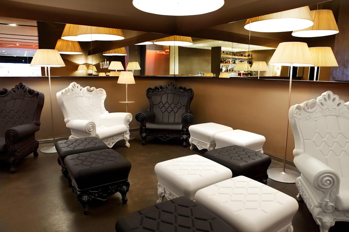Schwarz Weiß Barock Sessel Kunststoff - Barock Stuhl aus Kunststoff in verschieden Farben | Design of Love