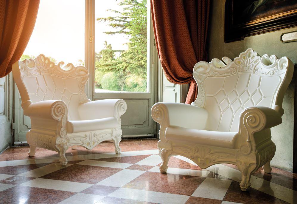 Weiße Stühle Barock für die Terrasse