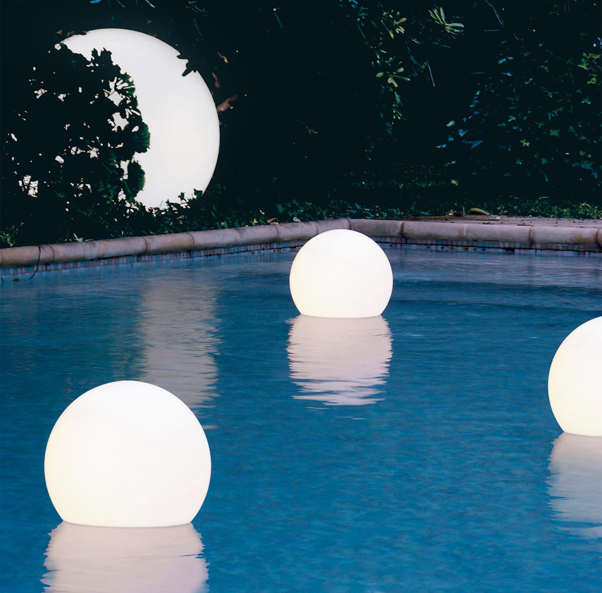 schwimmkugeln weiss pool - Cube Würfel beleuchtet