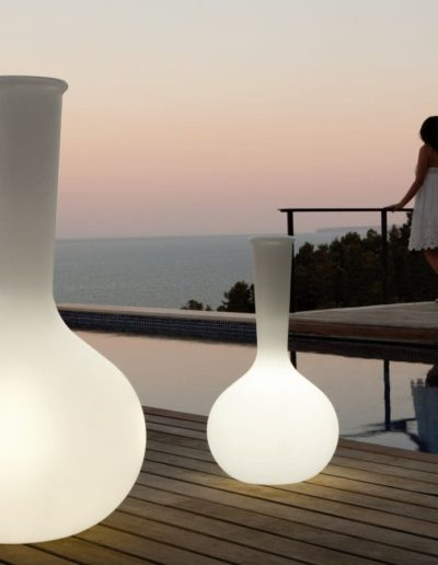 Bodenvasen Terrasse Beleuchtete Vasen 100 Skydesign 400x516 - Bodenvase Groß