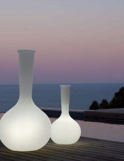 Bodenvasen Terrasse Beleuchtete Vasen 106 Skydesign 400x516 - Bodenvase Groß
