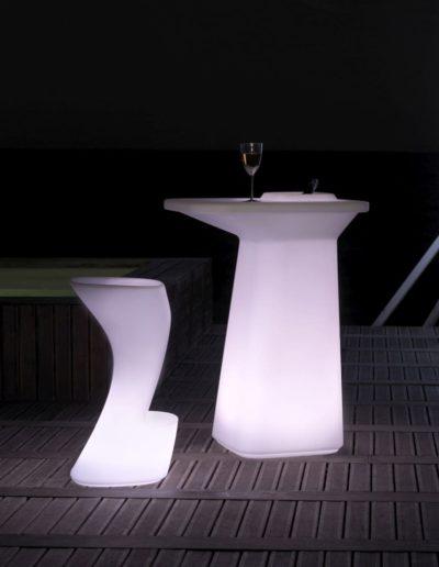 Bodenvasen Terrasse Beleuchtete Vasen 134 Skydesign 400x516 - Bodenvase Groß