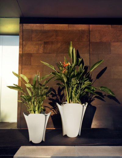 Bodenvasen Terrasse Beleuchtete Vasen 140 Skydesign 400x516 - Bodenvase Groß