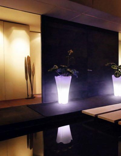 Bodenvasen Terrasse Beleuchtete Vasen 141 Skydesign 400x516 - Bodenvase Groß
