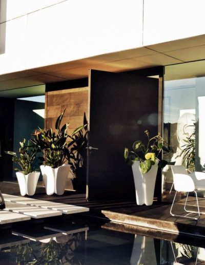 Bodenvasen Terrasse Beleuchtete Vasen 142 Skydesign 400x516 - Bodenvase Groß