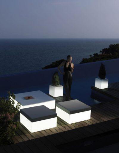 Bodenvasen Terrasse Beleuchtete Vasen 146 Skydesign 400x516 - Bodenvase Groß