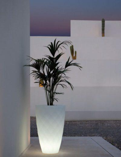 Bodenvasen Terrasse Beleuchtete Vasen 176 Skydesign 400x516 - Bodenvase Groß
