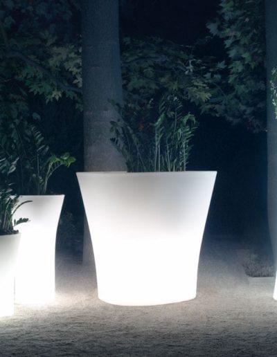 Bodenvasen Terrasse Beleuchtete Vasen 81 Skydesign 400x516 - Bodenvase Groß