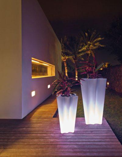 Bodenvasen Terrasse Beleuchtete Vasen 88 Skydesign 400x516 - Bodenvase Groß