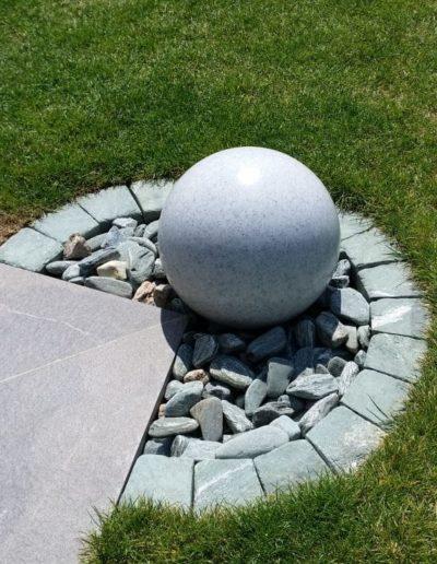 Kugel granitkugel beleuchtet 400x516 - Kugelleuchten Garten