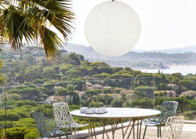 Terrassenmoebel Beleuchtung Pendelleuchten weiss 400x284 - Leuchtkugeln