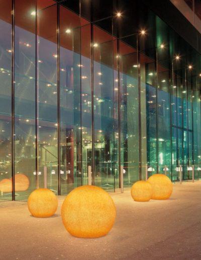 eingangsbeleuchtung hotelbeleuchtung leuchtkugeln 400x516 - Kugelleuchten Garten