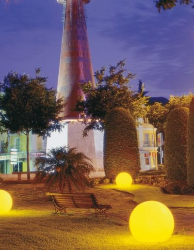 gartenkugeln beleuchtet 400x516 - Kugelleuchten Garten