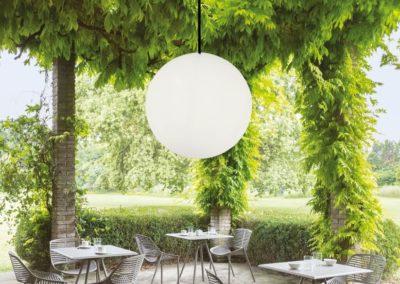 grosse pendelleuchten outdoor baumbeleuchtung 1 400x284 - Leuchtkugeln