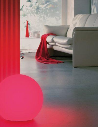 rote kugel beleuchtet wohnzimmer beleuchtung 400x516 - Kugelleuchten Garten